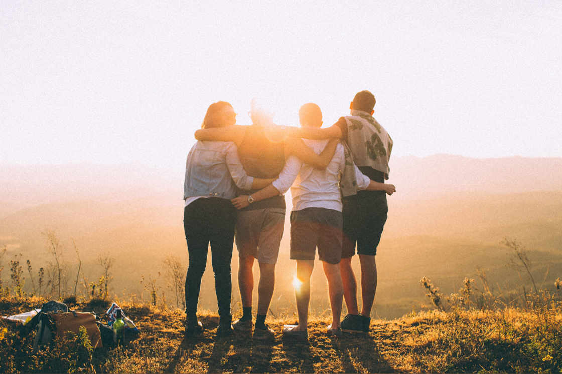 4 Freunde in der Landschaft